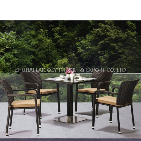 Outdoor Round Table with Glass Armrest Rattan Chair with Cushion